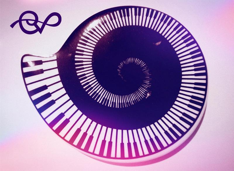 spirale musicale che descrive il concetto di tempo non lineare che segue la natura