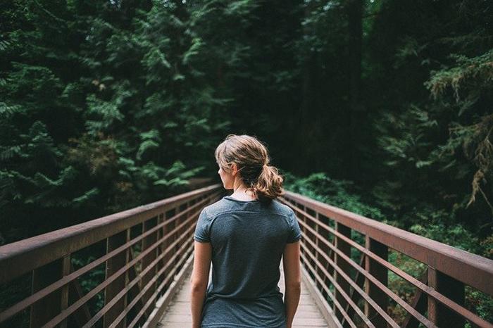 la natura come alleato cercare i messaggi dal paesaggio nella meditazione camminata